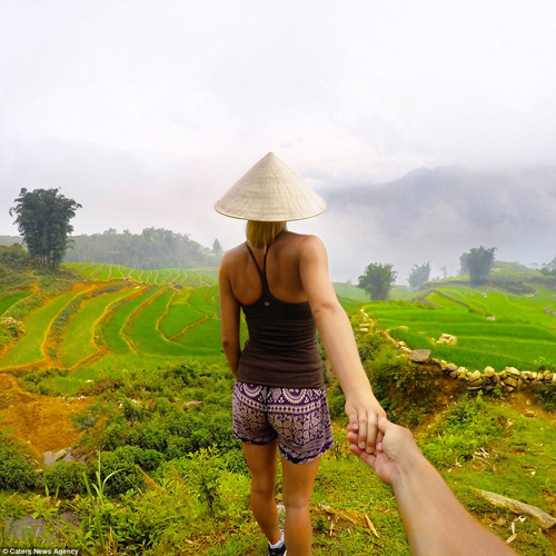 "Vietnam In The Album ""FOLLOW ME"" Of Foreign Visitors"